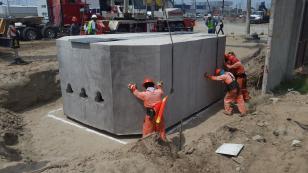 Construcción de Líneas eléctricas de Baja, Media y Alta Tensión aéreas y subterráneas y desmantelamiento de las existentes.